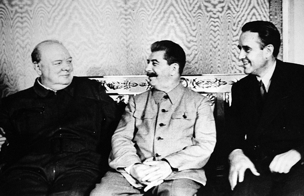 1024px-Churchill,_Stalin,_and_Harriman_at_Moscow_Converence,1942(24293784752)
